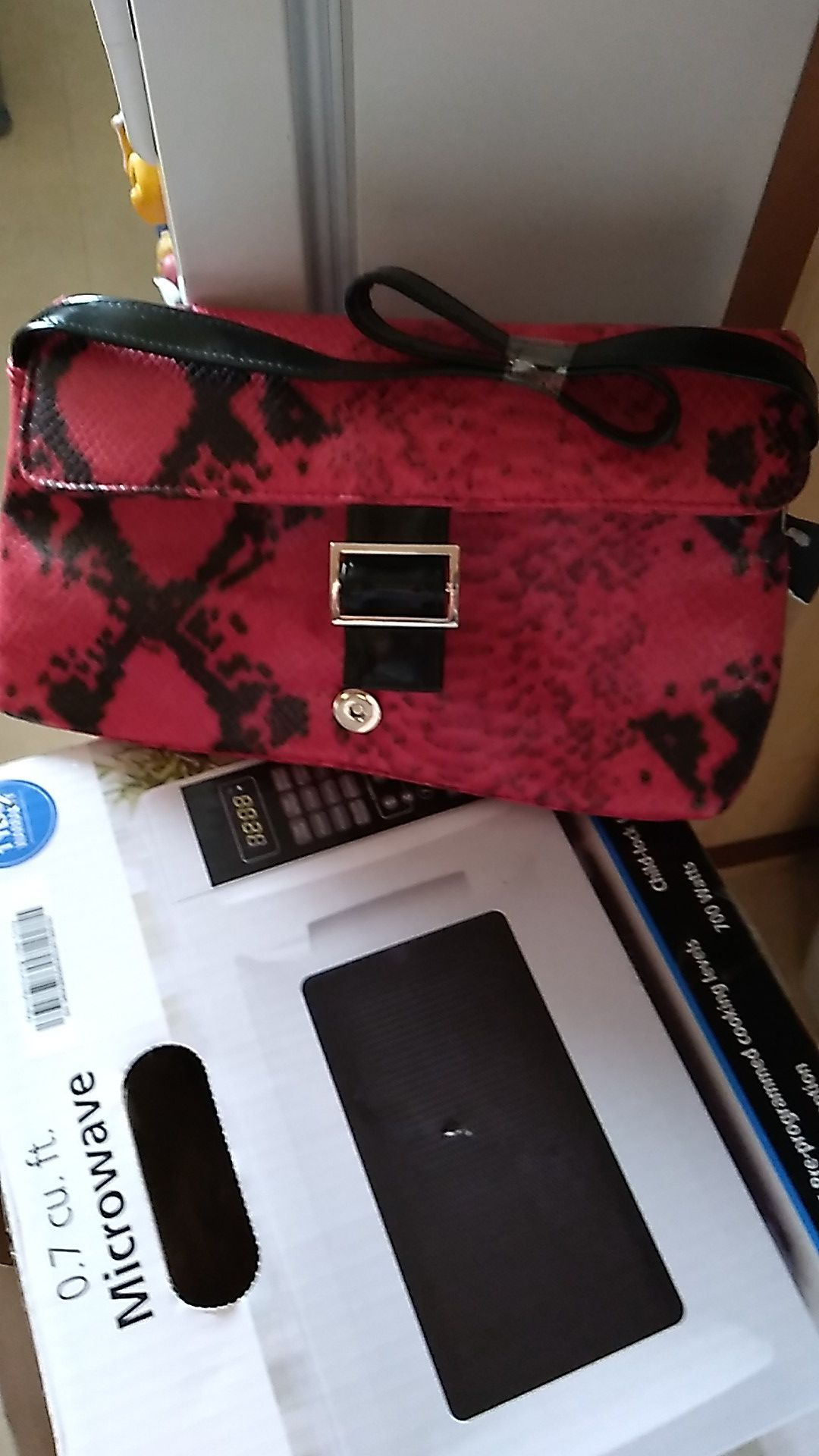 RED AND BLACK PURSE (NEW)