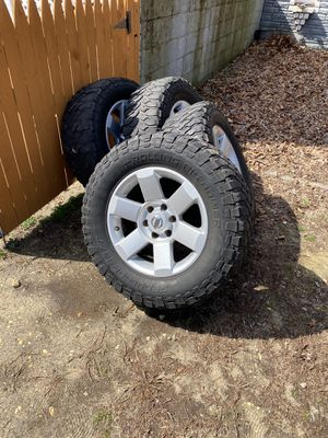 Photo Nissan Titan rims and tires $400