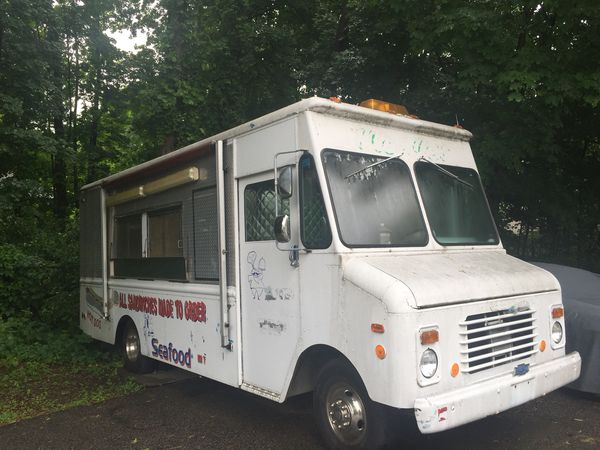 1988 gmc kurbmaster grumman Food Truck for Sale in Dedham, MA - OfferUp