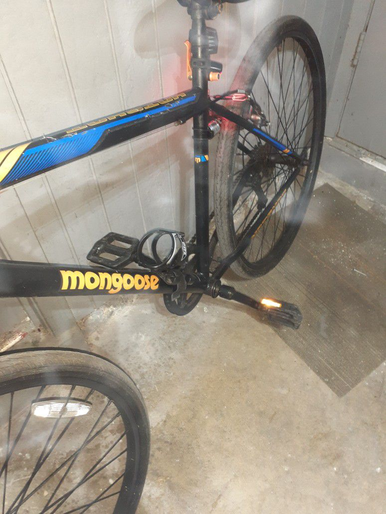 Mongoose Hotshot 700c 27 Inch