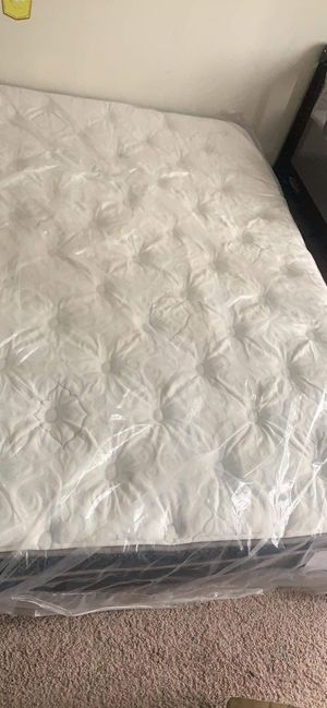 Photo Royal heritage opal pillowtop mattress( queen ) and box spring
