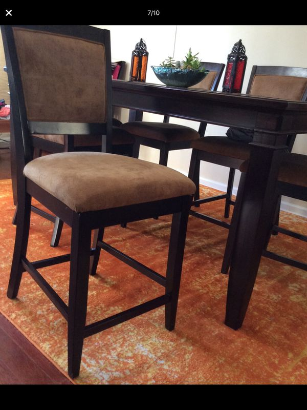 Levin Furniture Dining Room Table With 8 Chairs
