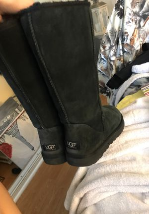 Photo Tall black uggs