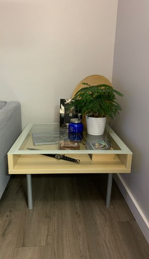 Photo IKEA Magiker Glass Top Coffee Table