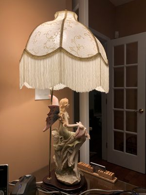 Fairestone Collections Resin Lamp with White Shade for Sale in Sterling, VA