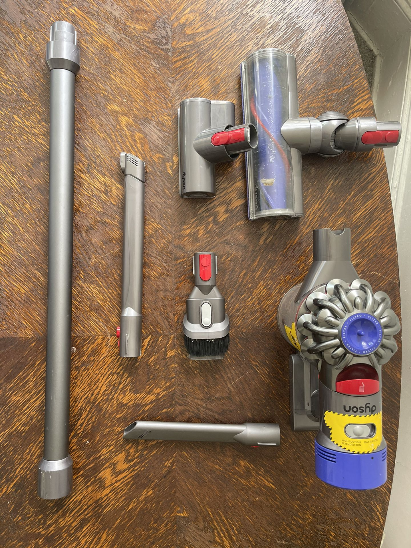 Dyson V7 Animal ALL Accessories Included