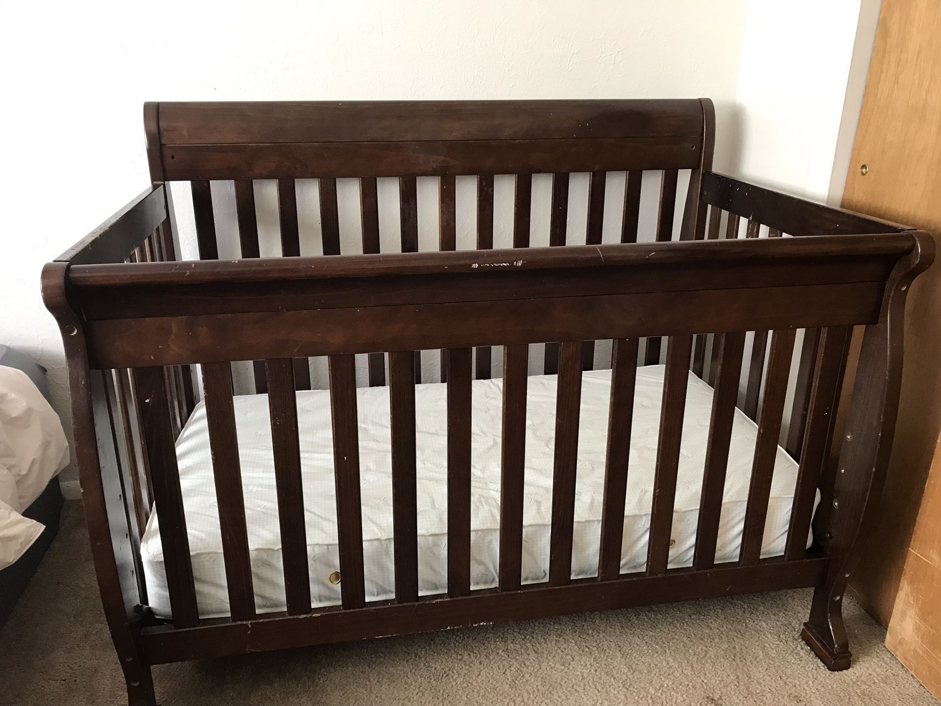 5 In 1 Crib / Toddler Bed Frame With Serta Mattress And Bumpers