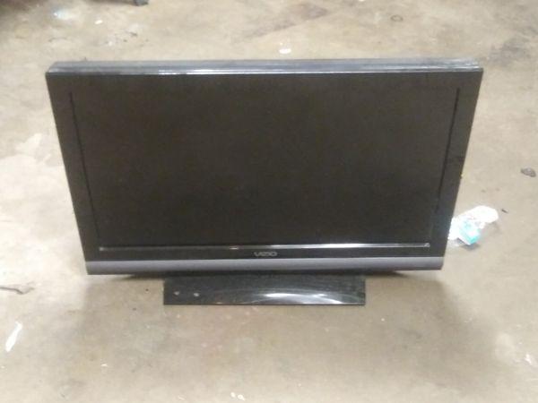 32in Vizio TV not a smart TV for Sale in Modesto, CA - OfferUp
