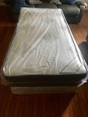 Tenemos camas de todos los tamaños twin full queen y king Aceptamos tarjeta de crédito {contact info removed} for Sale in Manassas, VA