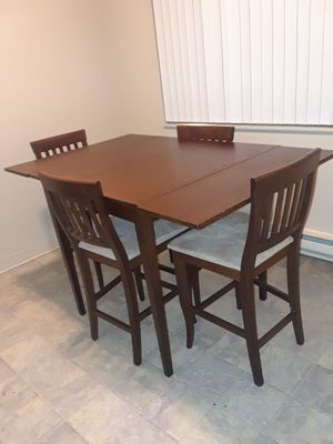 Table with 4 chairs. for Sale in OR, US