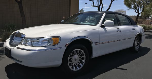 2002 Lincoln Towncar Signature Series Cars Trucks In Las Vegas