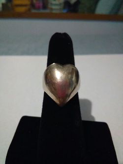 Vintage sterling silver heart ring. Thumbnail