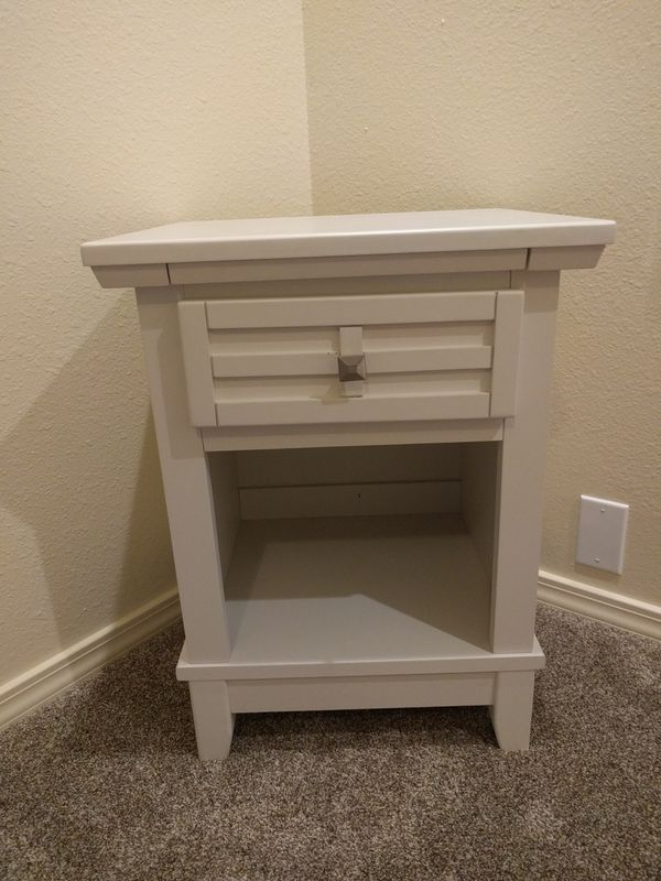 Awesome White Nightstand W Drawer For Sale In North Bend Wa Offerup Home Interior And Landscaping Mentranervesignezvosmurscom