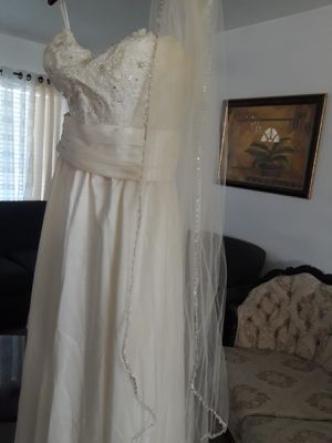 Wedding dress for Sale in Buena Ventura Lakes, FL