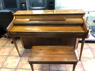 Piano Antique Thumbnail