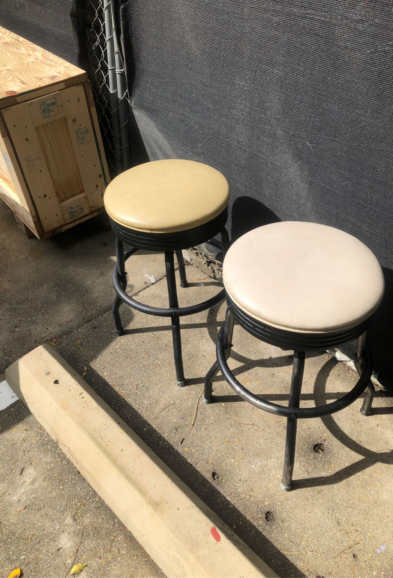 2 Garage stool's LOW, LOW, Iow (2) $25.00 WestHollyWood