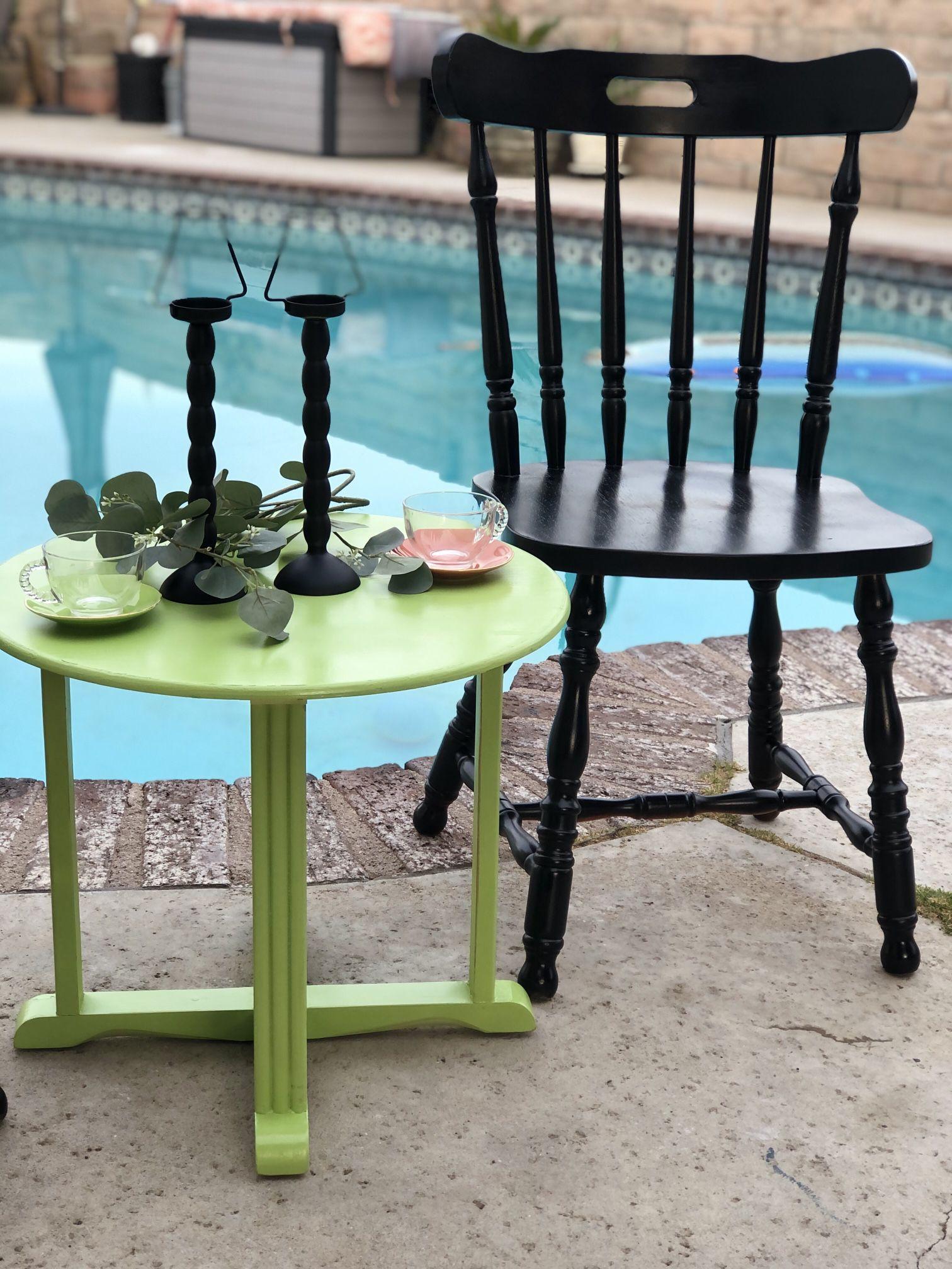 Adorable Patio Set For Summer!