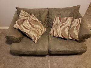 Photo Two seater couch with pillows