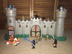 Photo Fisher-Price Knights and Unimax Toys Castle