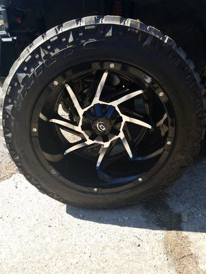 Photo Vision 20x12 on 33x12.5x20 nitto trail grapplers
