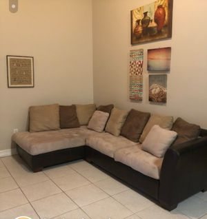 Couch sectional for Sale in Miami, FL