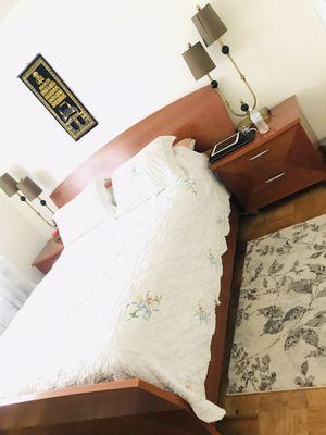 Queen bedroom set excellent condition for Sale in Alexandria, VA