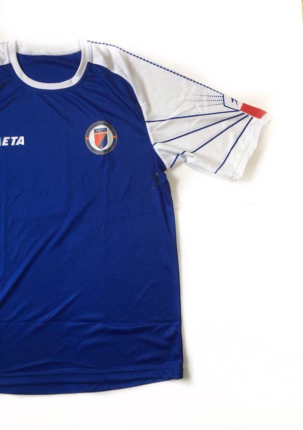 682a5bfae9496 Haiti Football Federation soccer jersey medium for Sale in Parkland, FL -  OfferUp