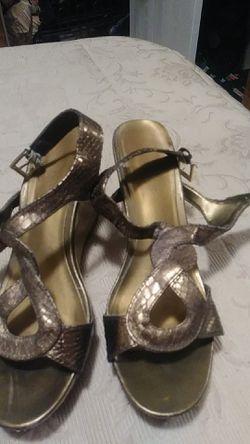Women size 7 1/2 cute shoes look Thumbnail