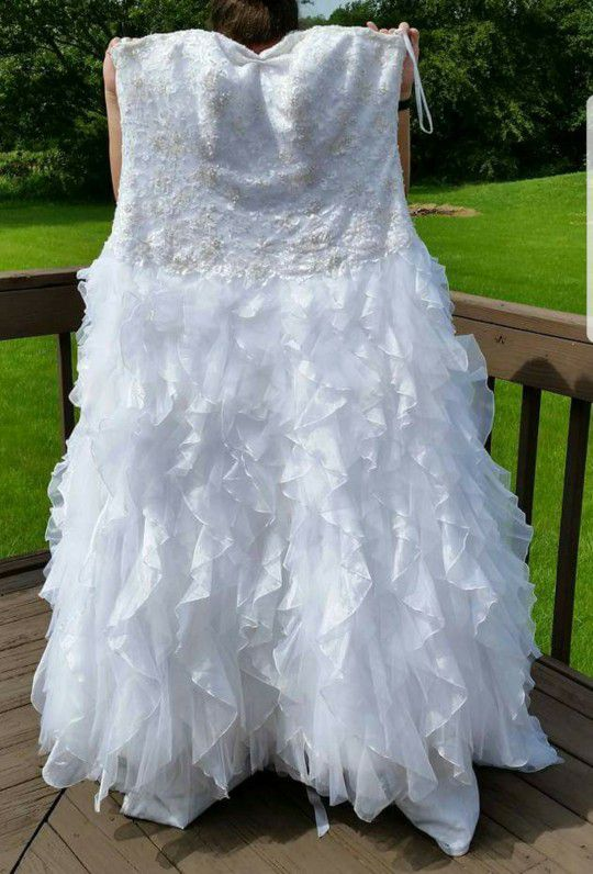 Monique Lao Designer Wedding Dress Size 20 (fits 18-24) (Clothing ...