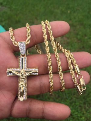 Gold Plated Chain With Pendant for Sale in Kissimmee, FL