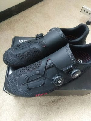 NEW FIZIK R1 Infinito Knit road bike shoes size 43 for Sale in Mount Prospect, IL