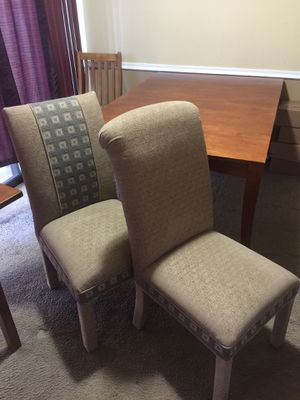Dining room table with leaf and 6 cloth chairs!! for Sale in Alexandria, VA