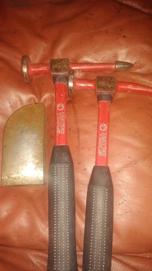 Photo Mac tools auto body hammers and metal plate