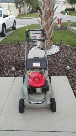 Honda Harmony 215 Self Propelled Lawn Mower With Bagger
