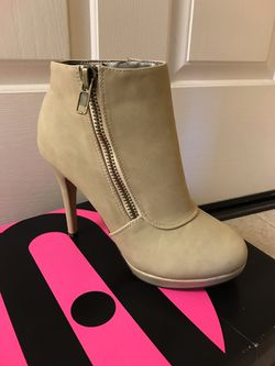 Ivory ankle boots size 8.5 Thumbnail