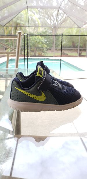 Toddler nike flex shoes for Sale in Weston, FL