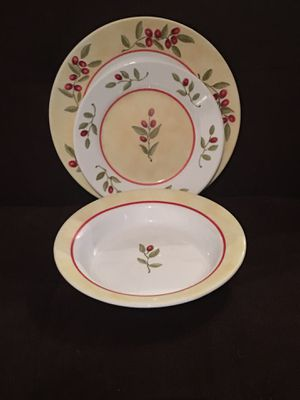 Set of 4 Corelle Ultra Dinner Plates, Salad Plates & Bowls—Red Berries for Sale in Vienna, VA