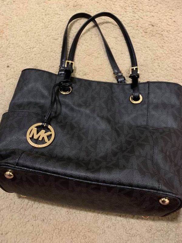 aaad66dbf8e5 Michael Kors purse for Sale in Spartanburg, SC - OfferUp