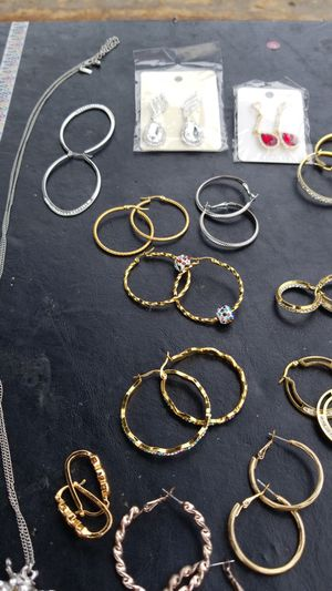 Earing hoops chain for Sale in South Gate, CA