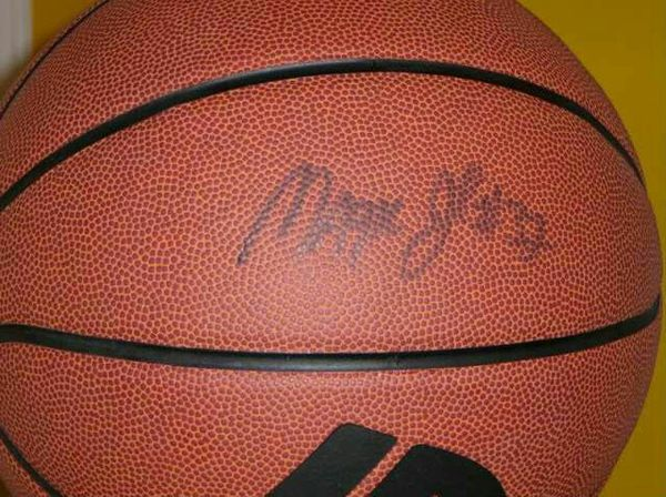 official photos 074a4 3f6a1 Autographed Magic Johnson Magic 32 Basketball for Sale in Summit, IL -  OfferUp