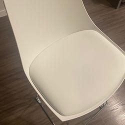 High Chairs 4  White Like New Thumbnail