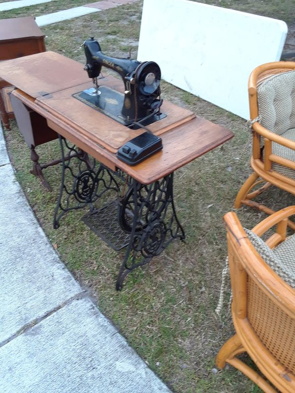 Over 40 Years Old Singer Sewing Machine And Stand Deerfield Beach Inspiration Old Singer Sewing Machine Chairs