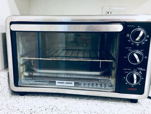 b35bf31957a Black   Decker countertop conventional oven in excellent condition. Holds a  12 inch pizza if