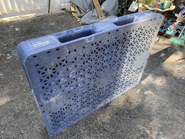Plastic pallet pallets for Sale in Miami, FL - OfferUp