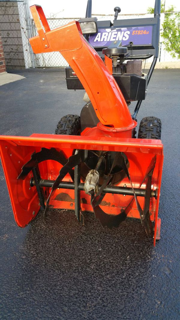 Ariens ST824LE with Electric start and Trasmicion  for Sale in Hillside, IL  - OfferUp