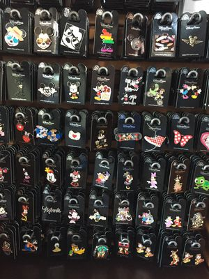 Disney Trading Pins 100 Pcs for Sale in Oviedo, FL