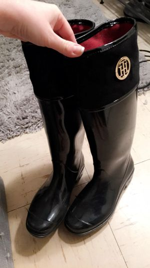 Tommy Hilfiger Rain or snow Boots size 10 for Sale in Arlington, VA