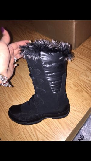 Girls/women size 5 northface boot for Sale in Frederick, MD
