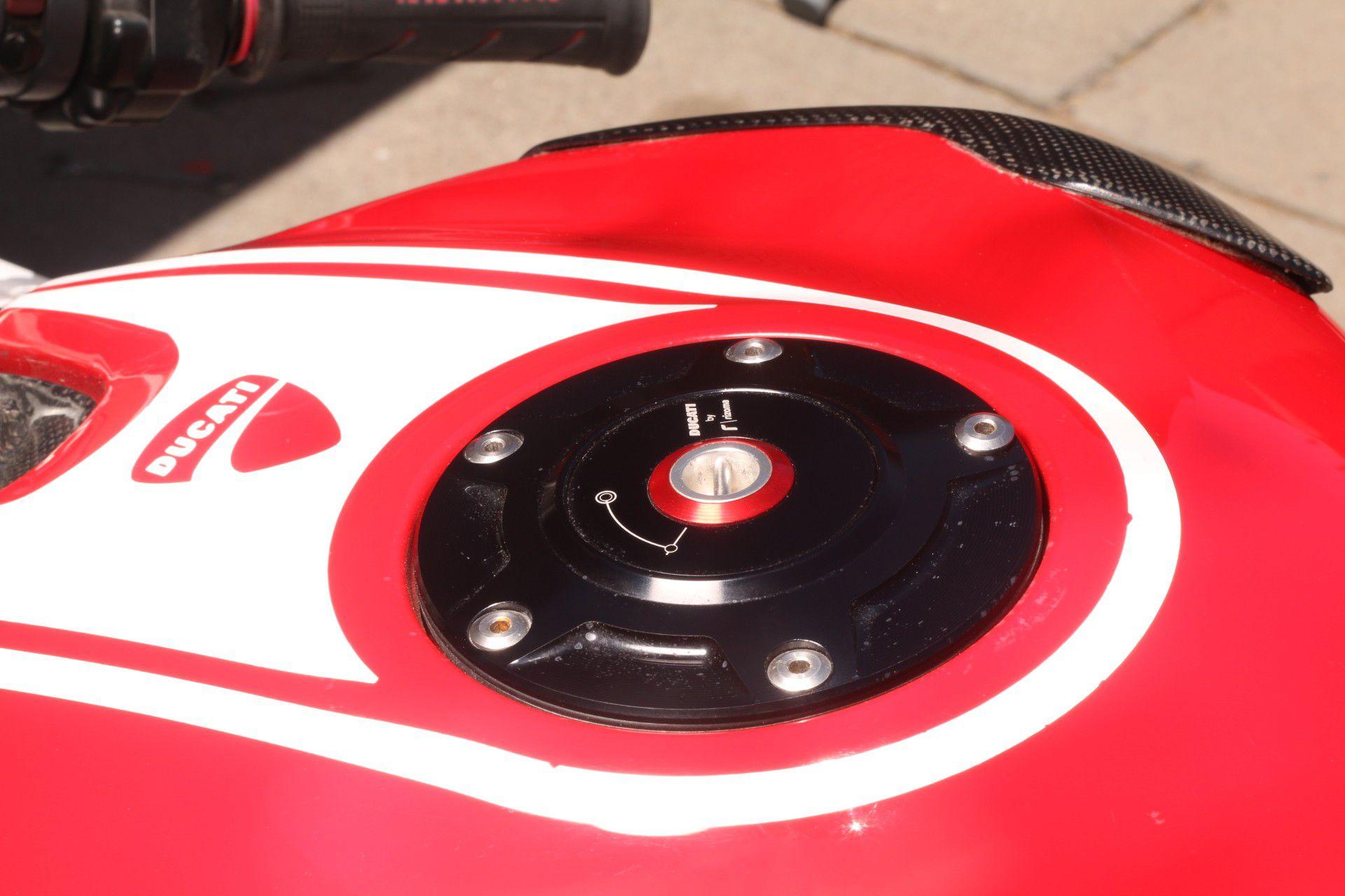 Ducati 899 panigale. Final edition