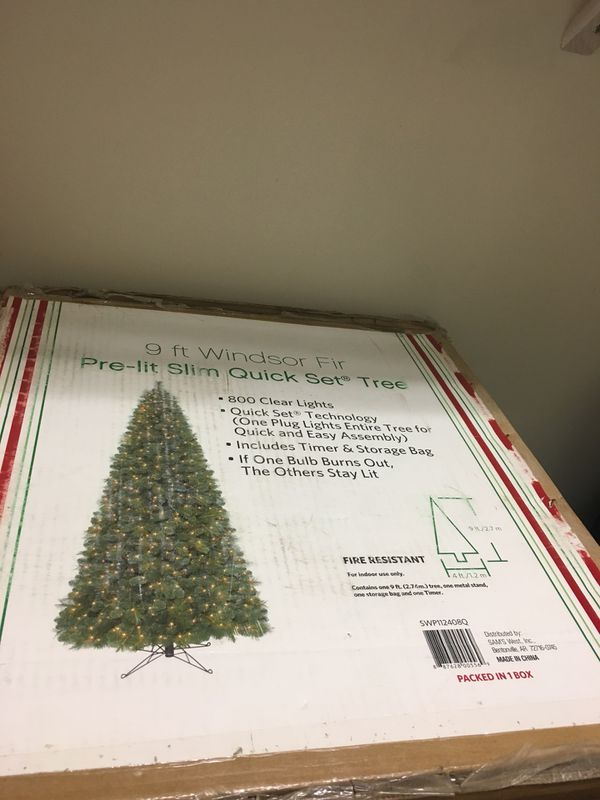 9 Ft Pre Lit Christmas Tree In Box Works For Sale In Fort Myers Fl Offerup